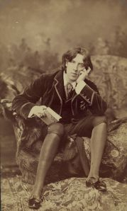Oscar_Wilde_by_Napoleon_Sarony_(1821-1896)_Number_18_b.jpeg
